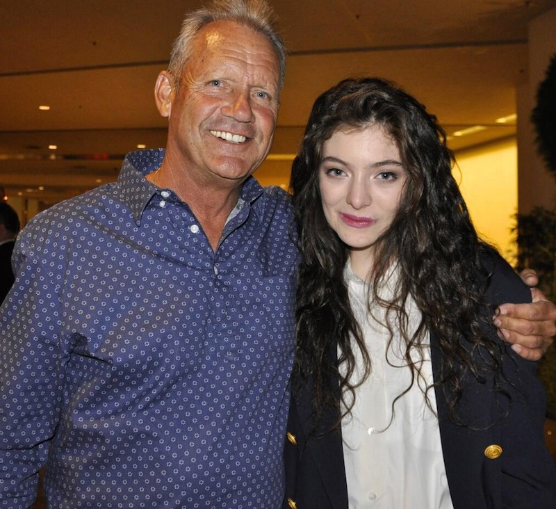 """Lorde meets baseball legend George Brett, the inspiration behind her hit """"Royals"""""""
